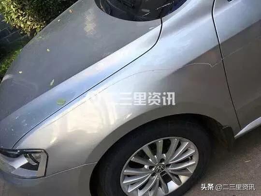 """宝鸡百翠园小区一夜间多辆车被划伤,奔驰车上还写个""""王""""字"""